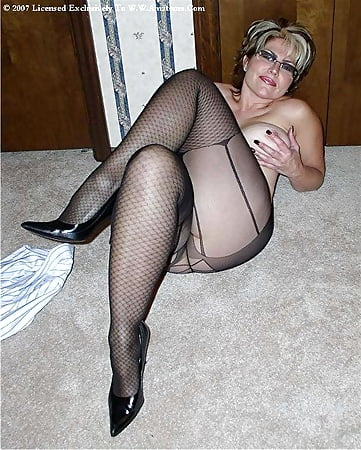 Amateur cuckold forced to swallow cum
