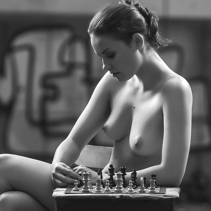Sexy women chess players nude — photo 1