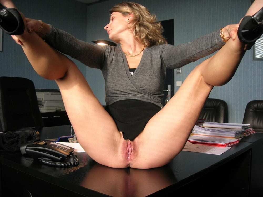 pur-nude-naughty-nude-at-work-nude