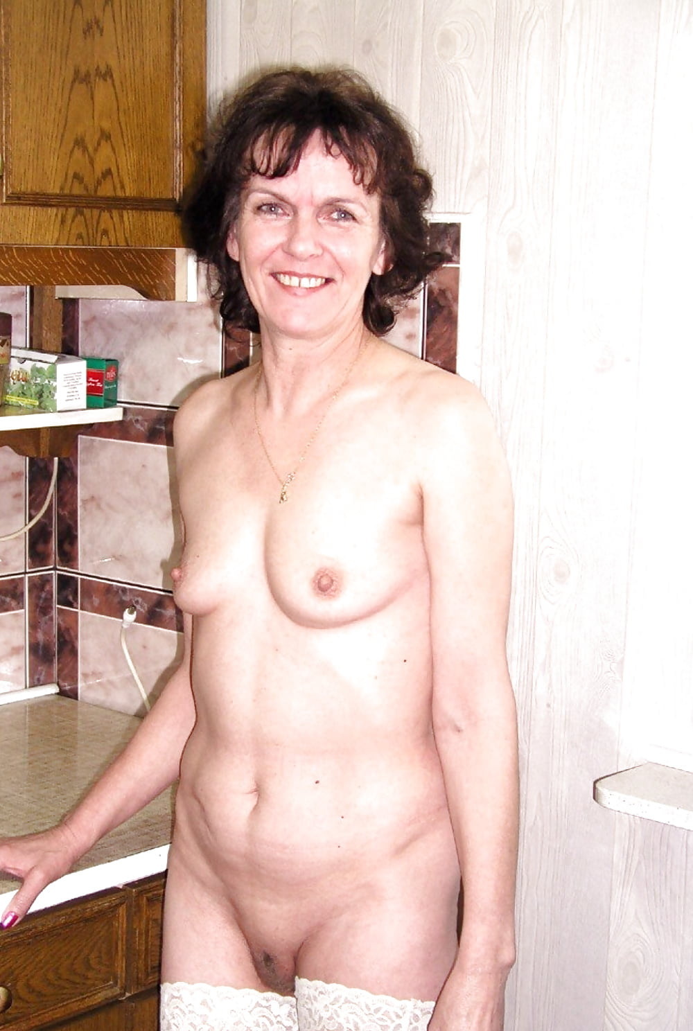 saw-aunt-nude