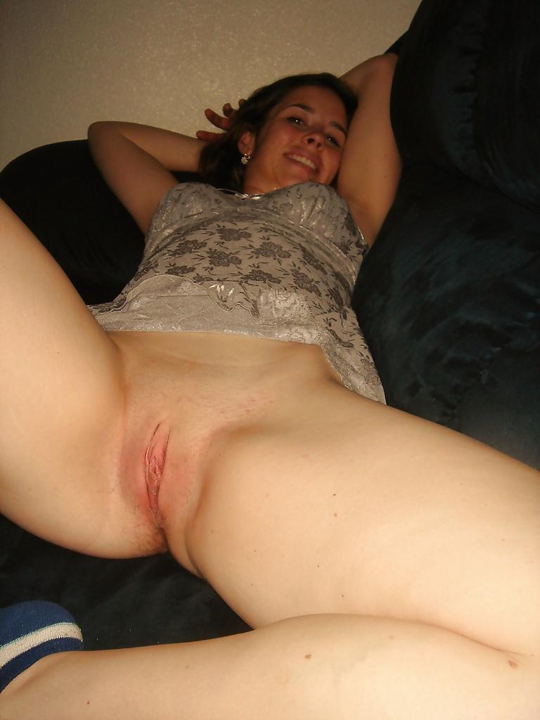 Демонстрирует пизду домашнее, анальный секс негром