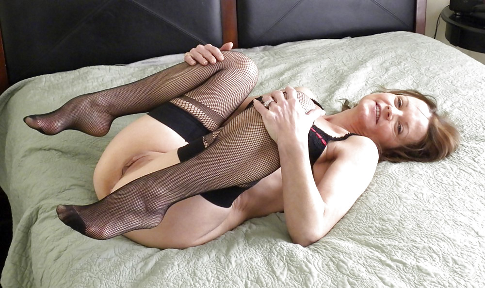 Nude Woman With Knit Heart On Crotch Stock Anyporn 1