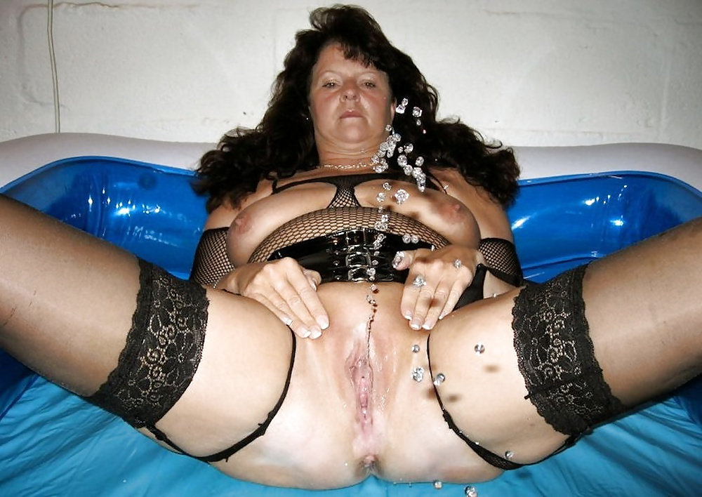 Bizarre mature piss fetish