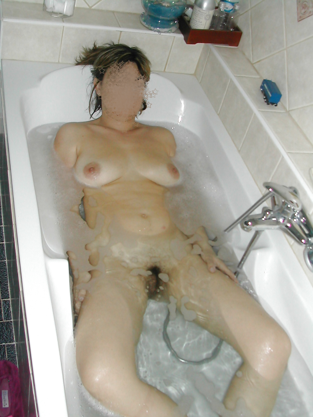 naked-fanny-in-bath