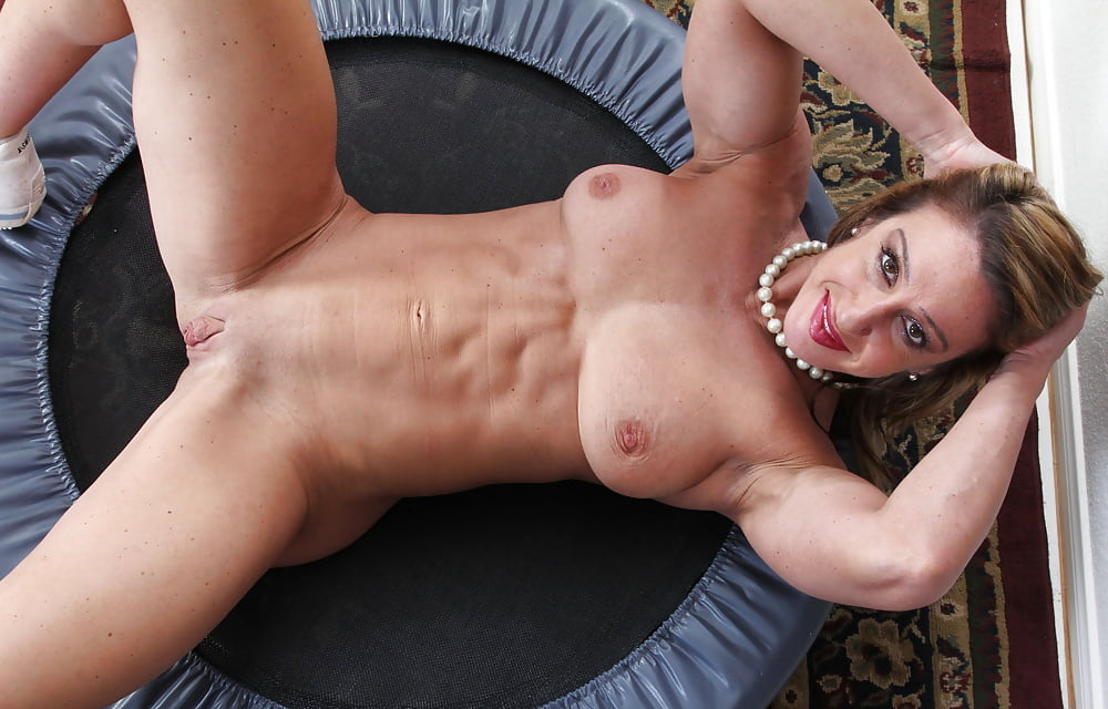 Muscle milf works out naked