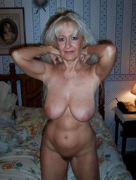 Saggy mature tits pussy