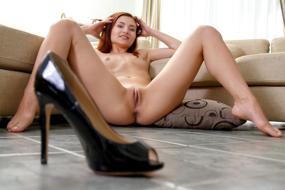 Spread legs - 64 Pics