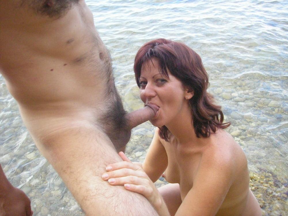 Девушку минет на французском пляже от зрелых баб