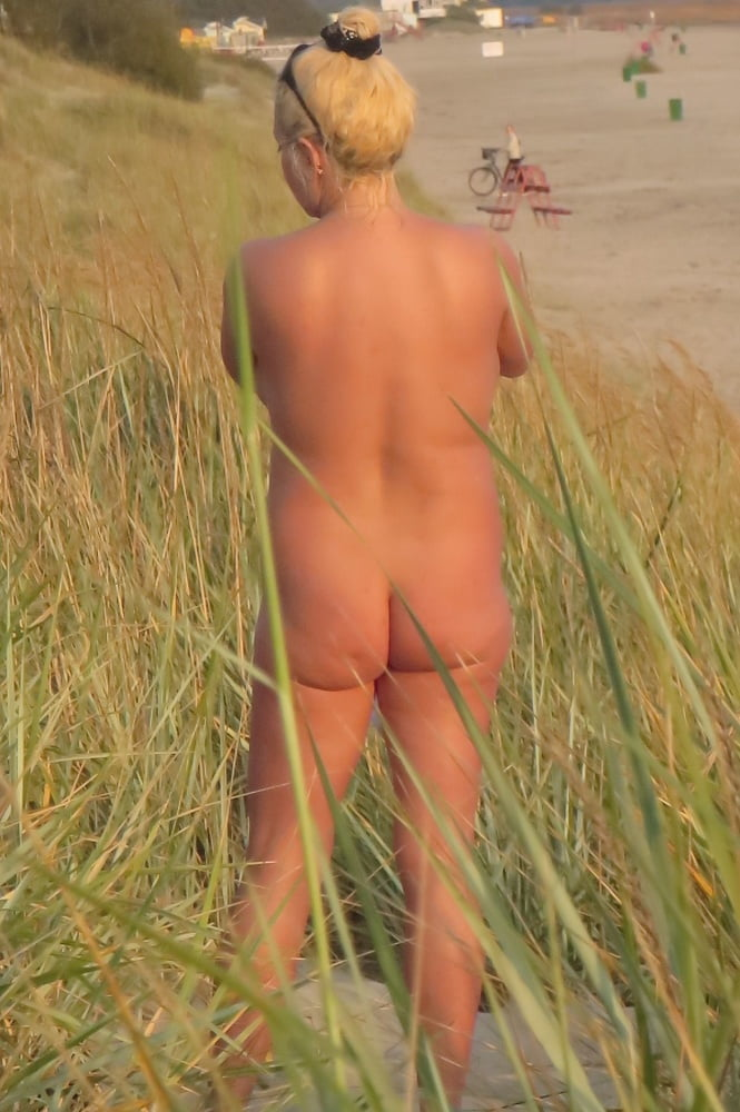Mom naked on the beach-3915