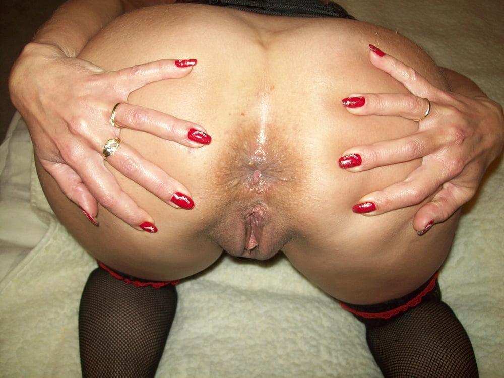 Rose in the anal plug - 31 Pics