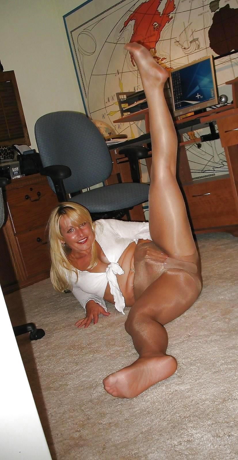 Hot milfs in pantyhose poen — pic 13
