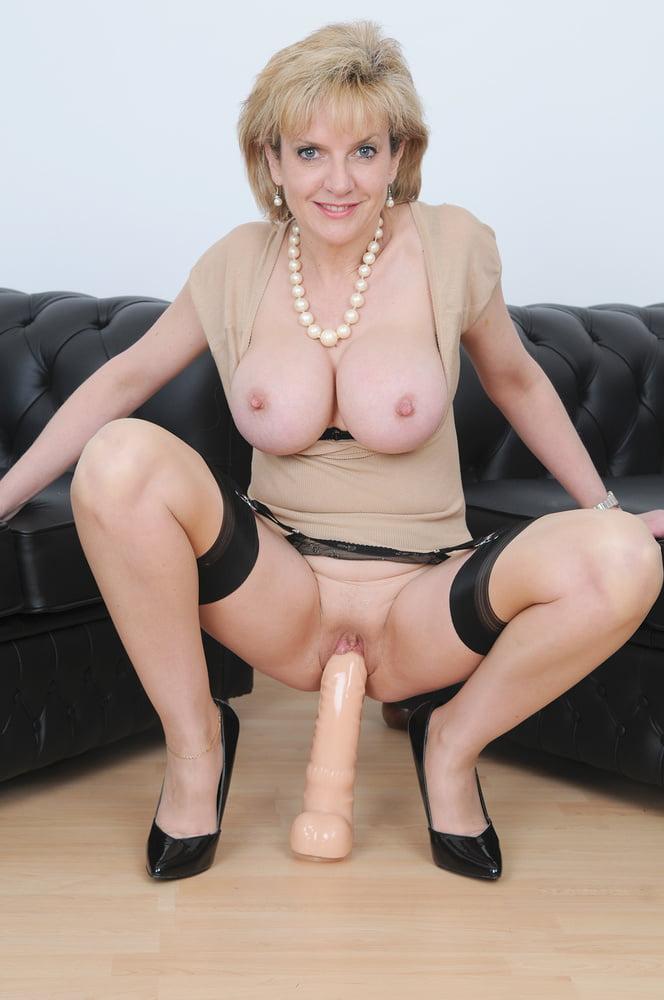 Порно фото зрелых леди с дилдо, порно дурочек блондинок