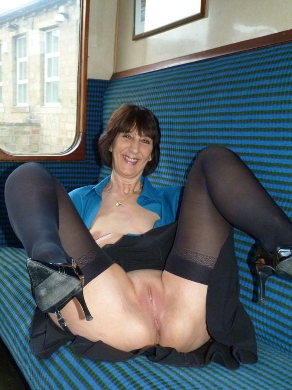 Gorgeous Mature British Janet Hull Porn Photo 1