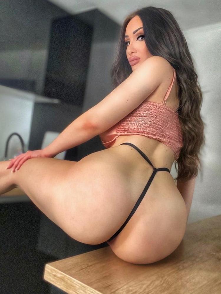 La Adriana - 13 Pics