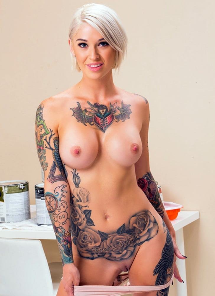 Порноактриса с татуировкой розы