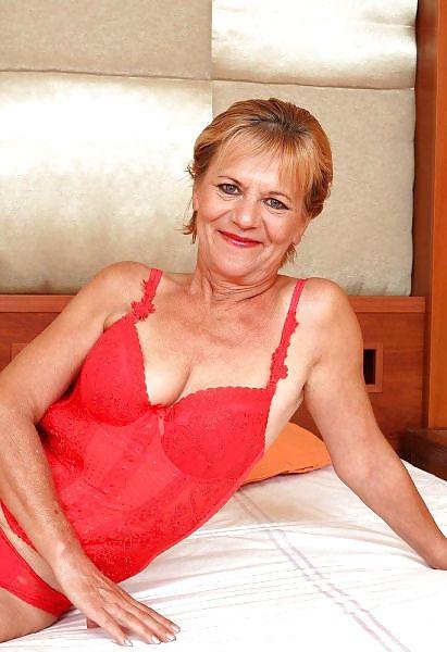Older women mastabating-9305