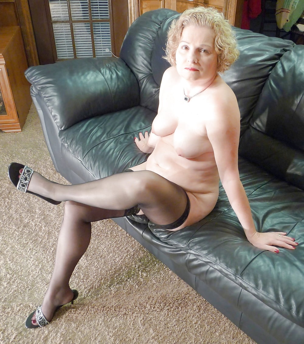 Chubby Mature Wife Posing In Stockings - 50 Pics -7972