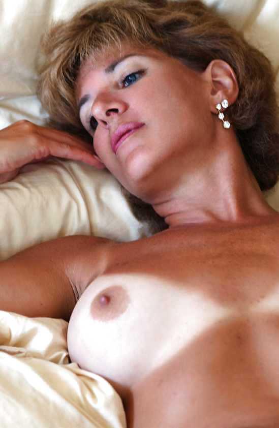 Naked mature women masterbating-1439