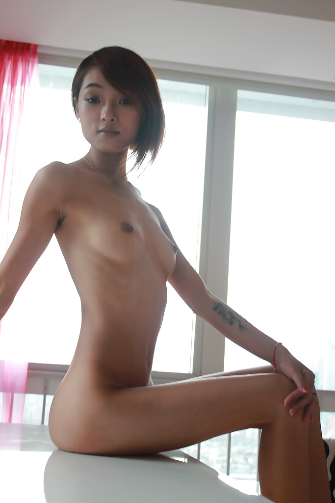 Slim Asian Girl Gets Wet Twat Hole Spread In Close