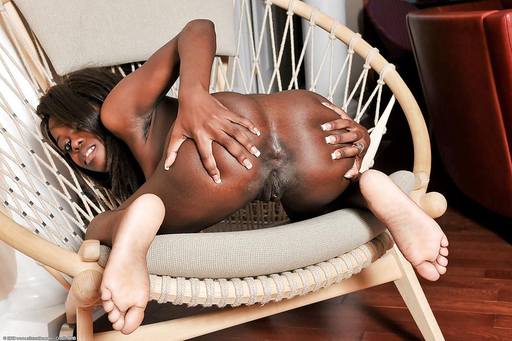 Sexy Ebony Fucking Herself With Butt Plug In