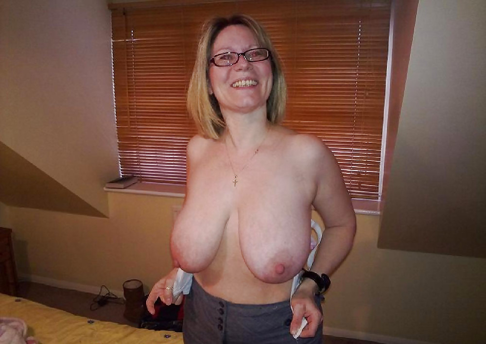 Wife Naked Saggy Tits