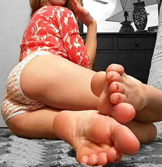 sexy-bitch-playing-with-feet-swinger