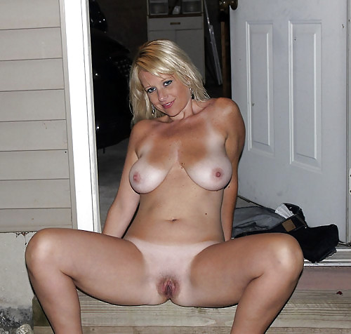 Sexy nude solo chick