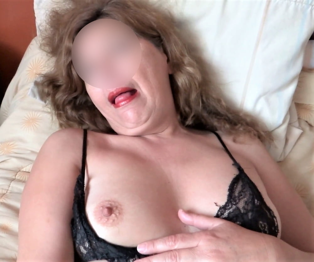 HAIRY PUSSY, WIFE AND MATURE MOTHER, EXHIBITIONIST - 50 Pics