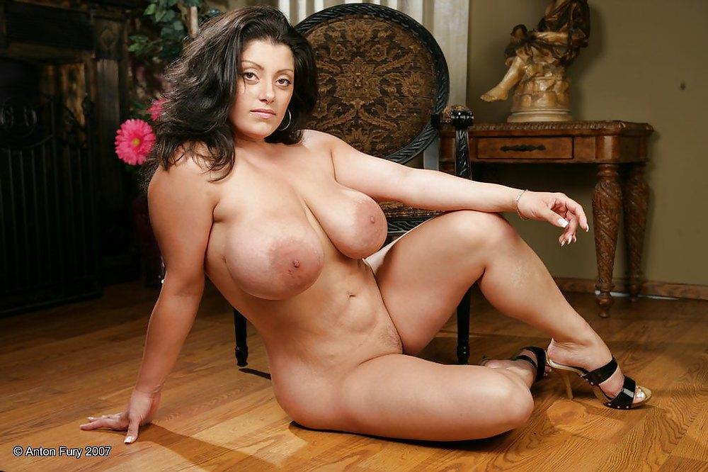 dolly-kumar-in-black-nude-pics