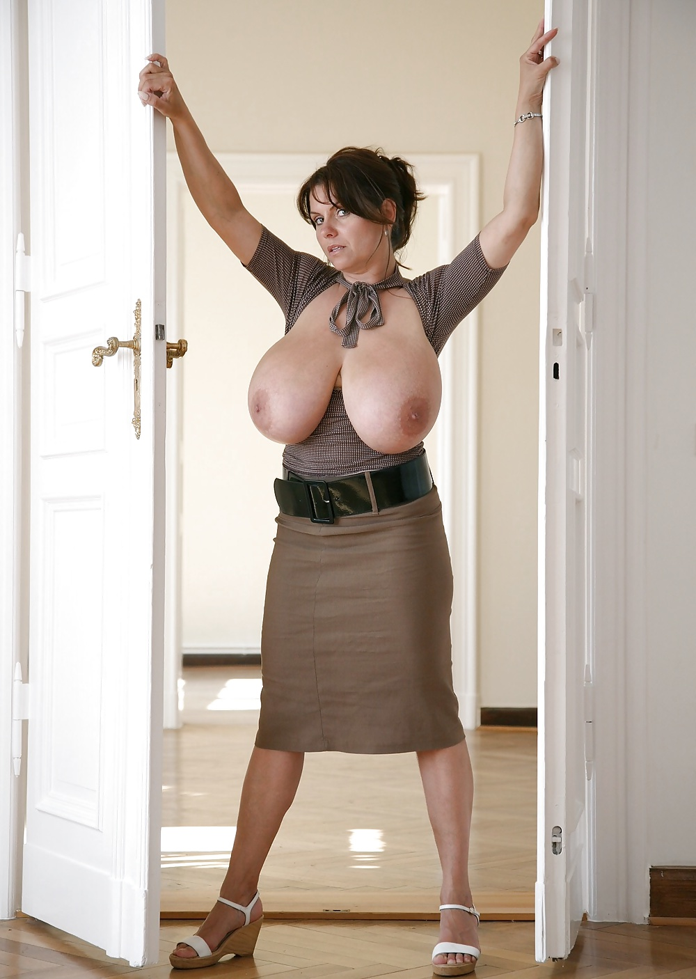 Unfaithful british milf gill ellis displays her massive breasts