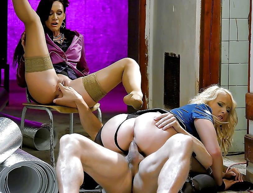для порнофильм-секс на складе капитана испытанное