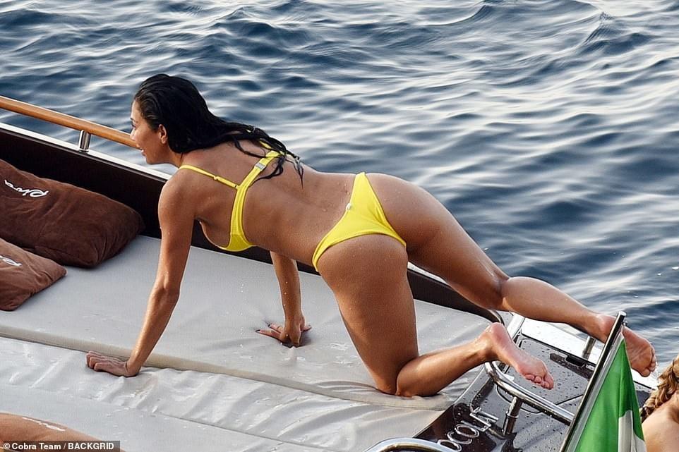 Nicole camwitther masturbates dildoo, sexy mature naked girl hd