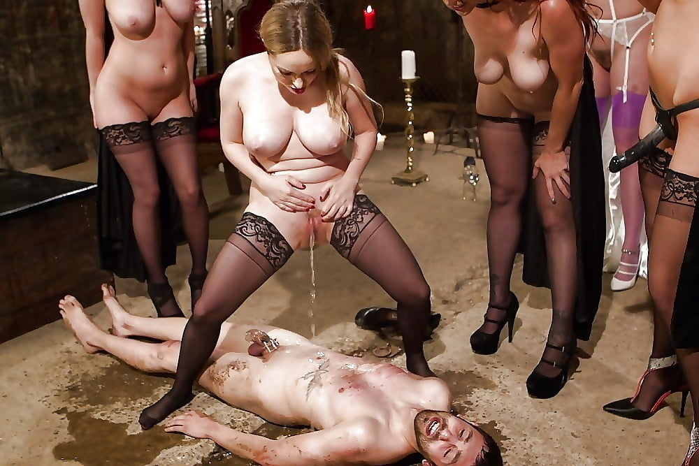Horny mistress fucks with her slave in bondage