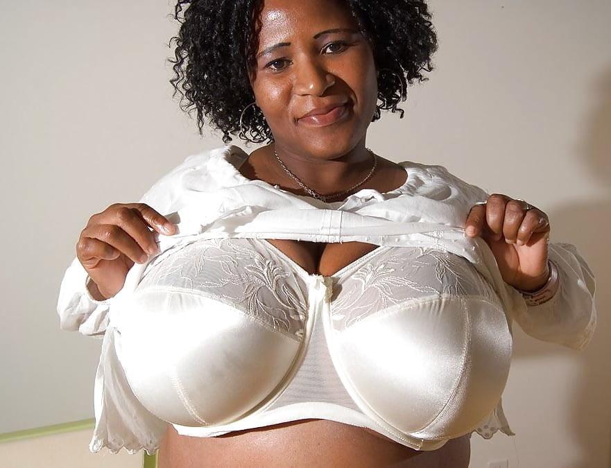 Cleavage big boobs pics