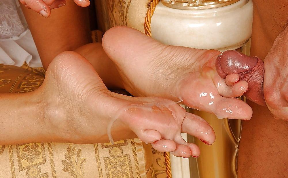 Фото женщина раздвинула ноги в колготках каждым новым