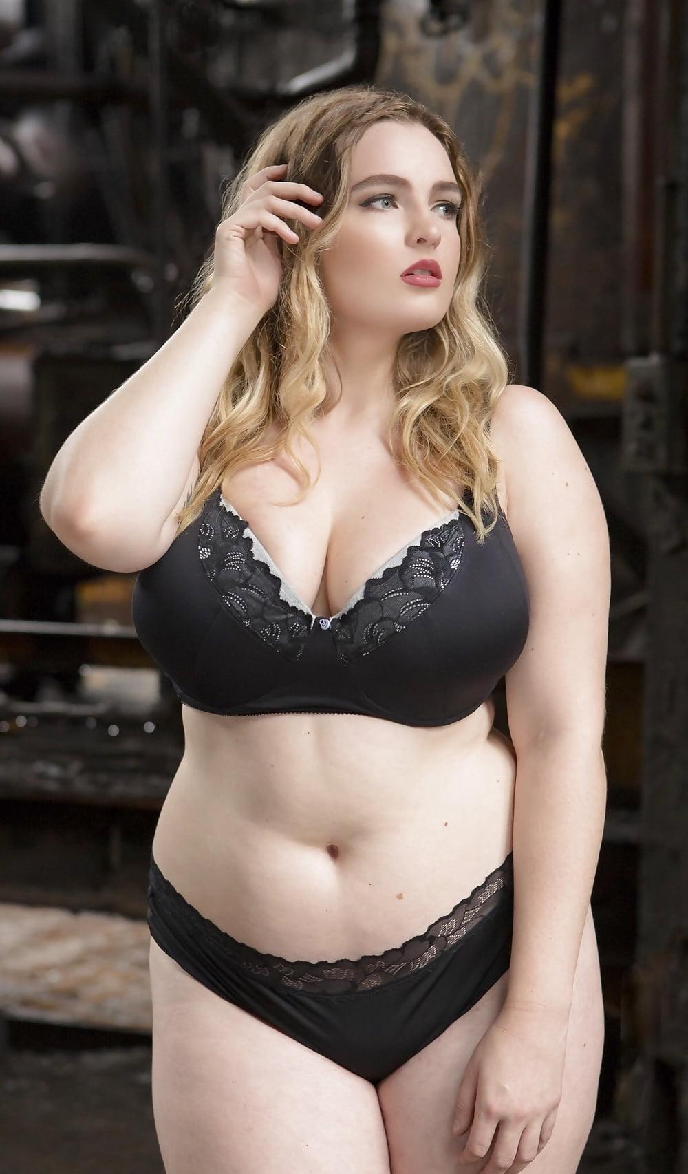 chubby-girl-nude