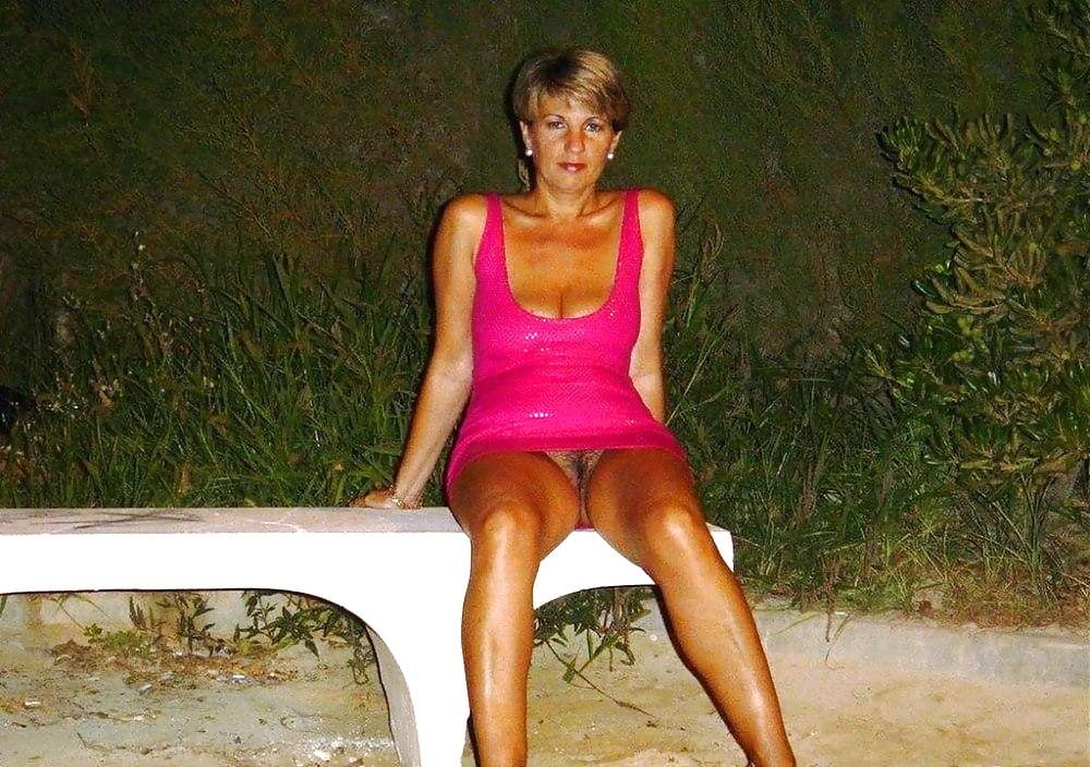 Русская жена любит ходить без трусиков 8