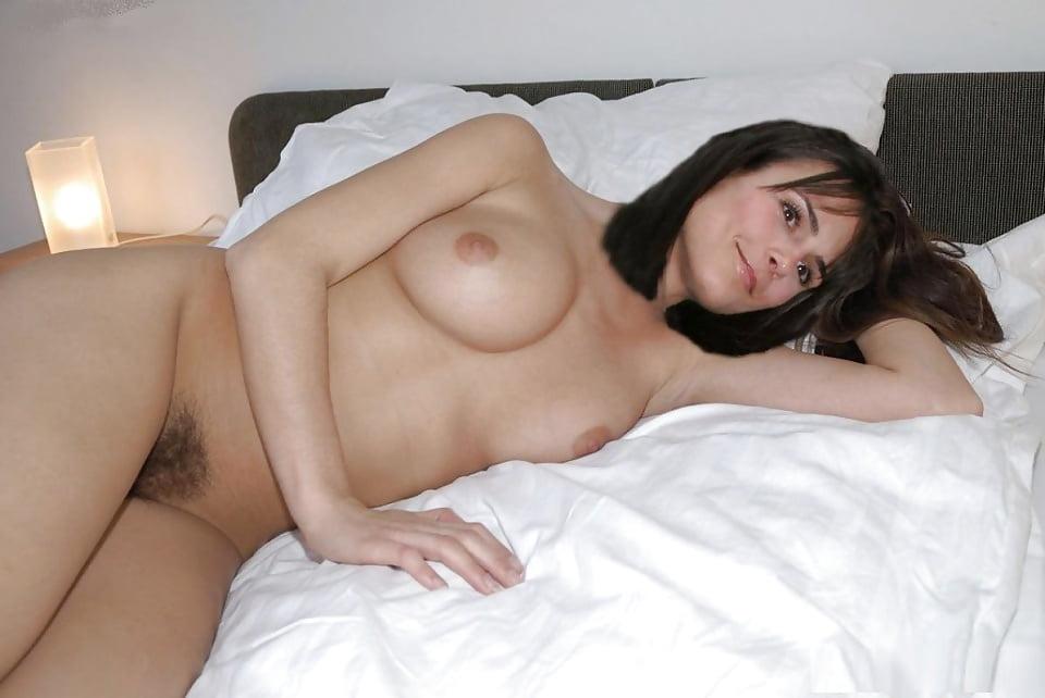 Superstar Paget Brewster Nude Images HD