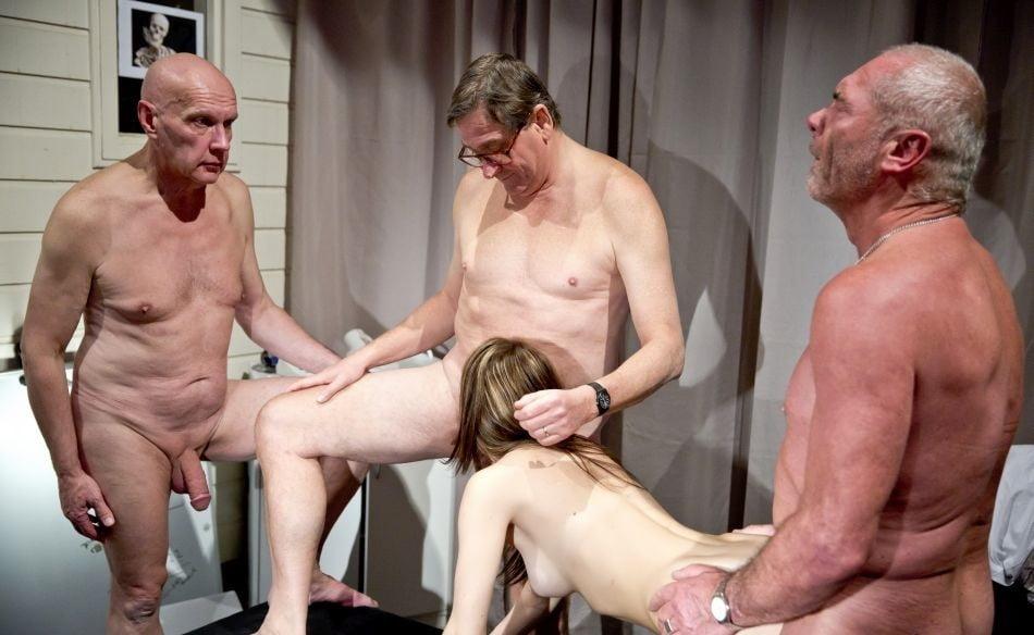 Смотреть порно со старикамигрупповое русское — pic 10