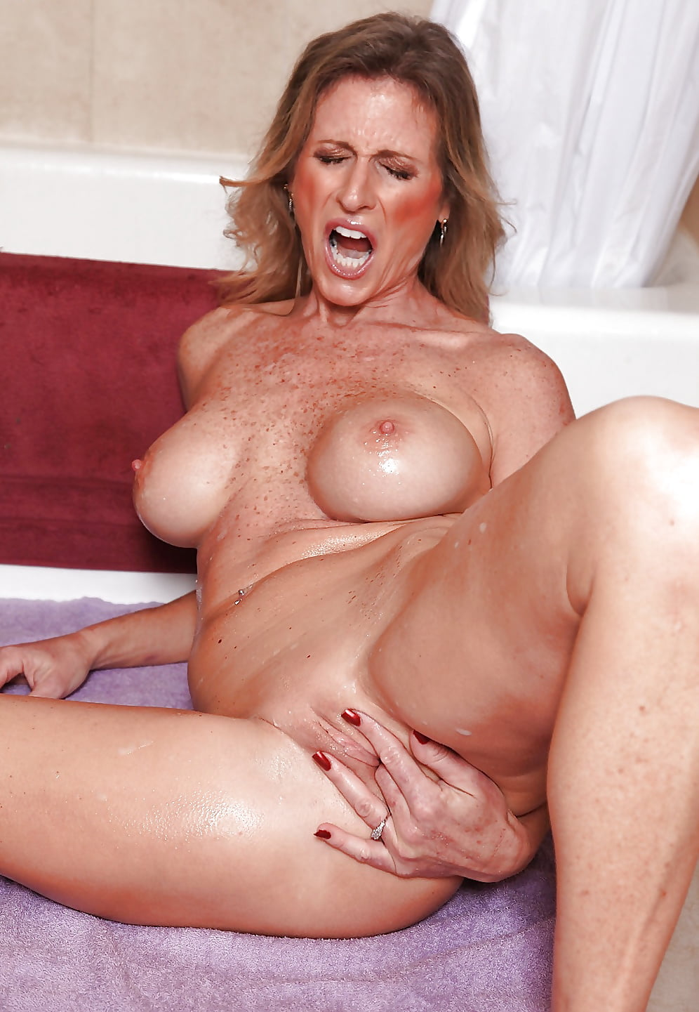 Milf Finger And Blowjob