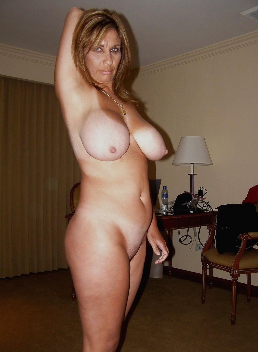 Смотреть красивые голые зрелые женщины