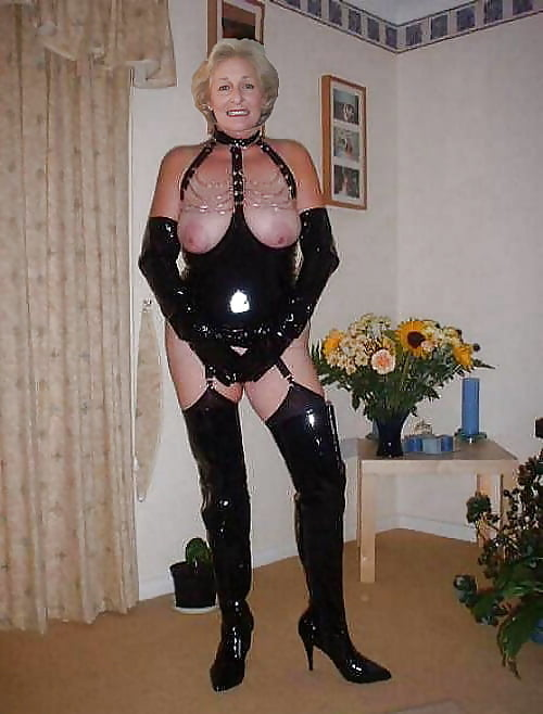 Shemale Granny Outdoor Doppelter