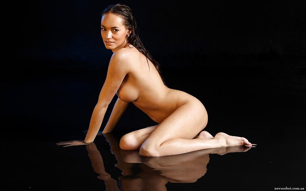 фото голые девушки на коленях - 4