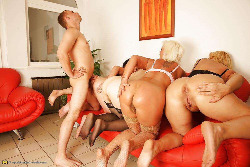 Секс со старыми грудастыми телками 1