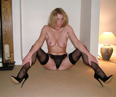 Amateur Mature Girlfriend With Big Naturals Wearing Stockings