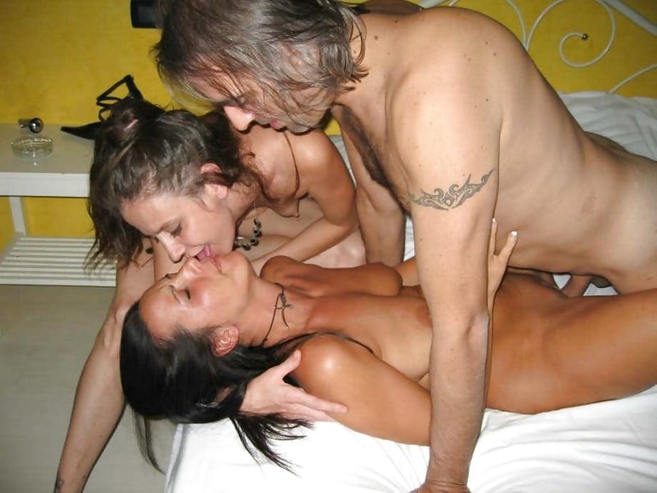 Homemade amateur threesome porn pics
