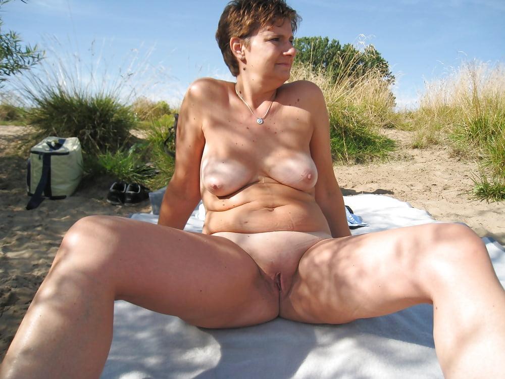 Naked beach host charlotte hole