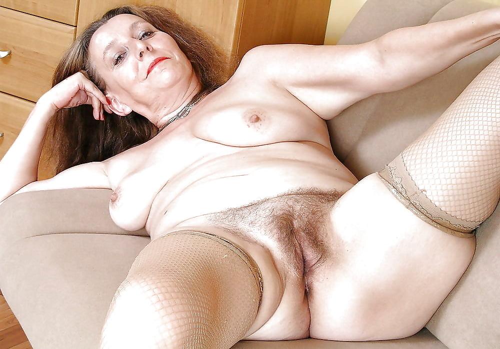 Ебли старая женщина раздвигает ноги фото смотреть шлюхи