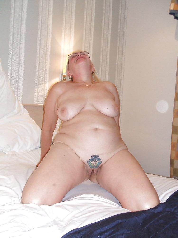 amateur butt plug tumblr