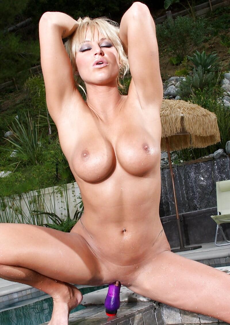 Пьяные порно соседка в бикини шлюха отсос